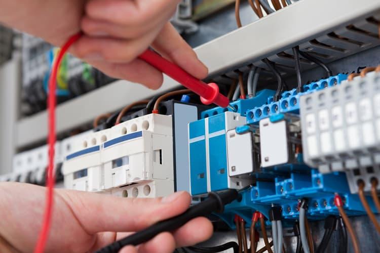 categoria azienda Punto Luce,  Illuminazione,  Materiale elettrico,  Impianti elettrici,  Fotovoltaico,  Sistemi antifurto,  Videosorveglianza.